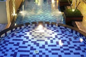 Quin Colombo Hotel Yogyakarta - swimming pool